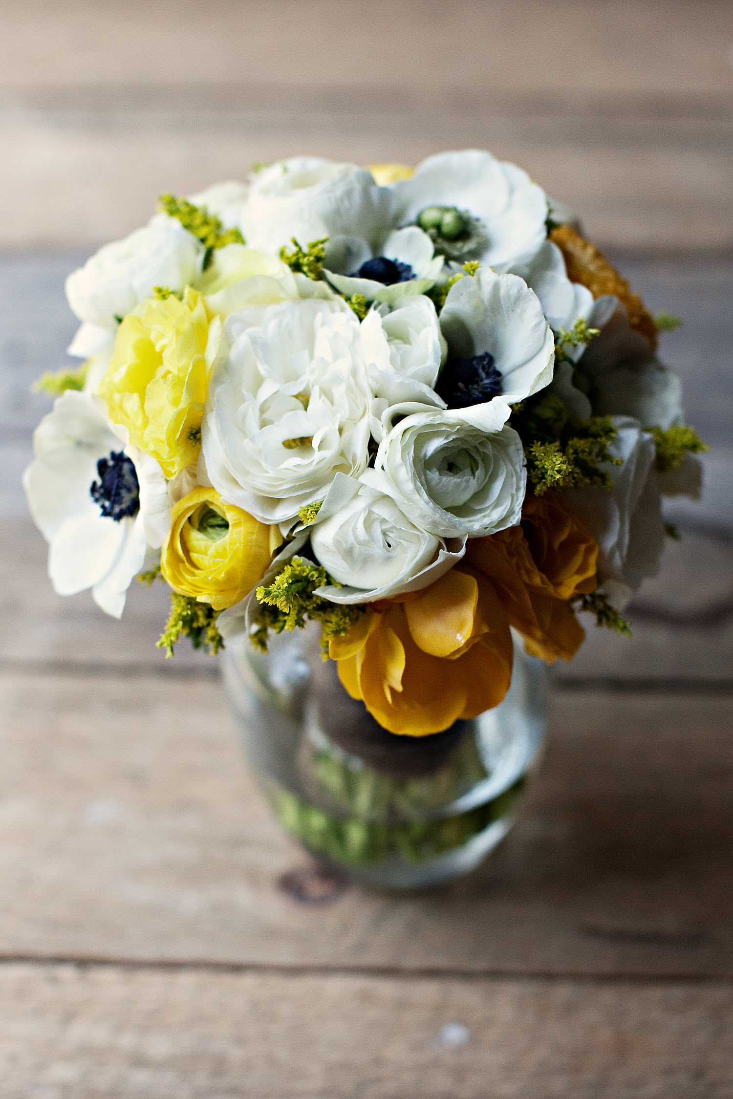 romantic-wedding-flowers-white-yellow-bridal-bouquet-spring-wedding-in-tennessee.original