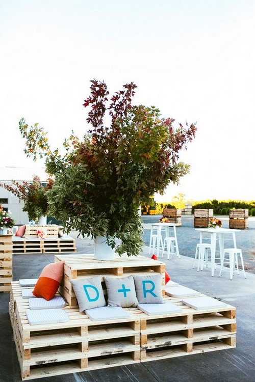 rustic-wood-pallets-wedding-lounge-decor-ideas